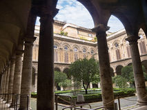 Сад двора дворца Doria Pamphilj в Риме Италии Стоковые Фото