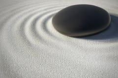 Сад Дзэн с камнем и его сработанностью развевает Стоковое Фото