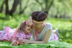 Сад девушки и женщины весной Стоковое Фото