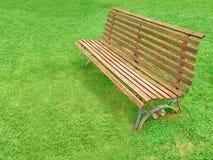 Сад деревянной скамьи Стоковые Изображения RF