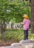 Садовник spaying Стоковое Фото