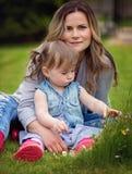 Садовничая открывать, семья и уча концепция стоковая фотография