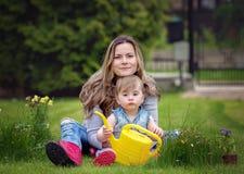 Садовничая открывать, семья и уча концепция стоковое фото rf