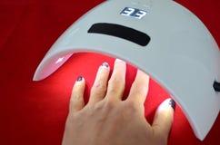 Салон геля ногтя Ультрафиолетовая лампа Стоковые Изображения