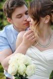 Сад поцелуя жениха и невеста весной Стоковые Изображения