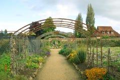 Сад с аркой тыквы Стоковая Фотография RF