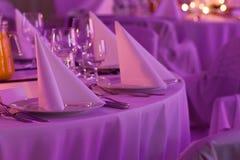 Салфетка свадьбы на плите Стоковые Фотографии RF