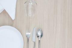 Салфетка столового прибора плиты сервировки стола сверху элегантная пустая Стоковые Фото