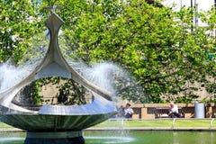 Сад фонтана Gabo на больнице St Thomas's Стоковое фото RF