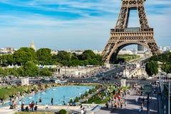Сад Trocadero с Эйфелева башней Стоковая Фотография