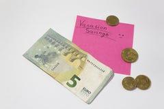 Сбережения каникул планировать на каникулы поднимая деньги евро примечания напоминания стоковое изображение rf
