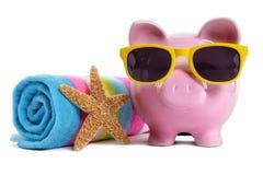 Сбережения план выхода на пенсию, каникулы пляжа копилки Стоковая Фотография