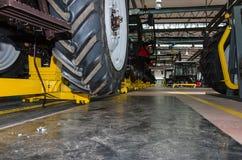 Сборочный конвейер трактора Стоковые Изображения