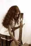 сбор винограда гитары девушки стоковые изображения