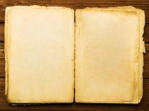 сбор винограда книги открытый стоковые изображения