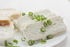 сбор винограда плиты коттеджа cheesecloth сыра свежий handmade вися органический Стоковые Фотографии RF