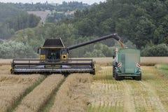 Сбор - жатки и тракторы Стоковые Фотографии RF