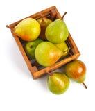 Сбор плодоовощей груши зрелый в деревянной коробке Стоковые Изображения