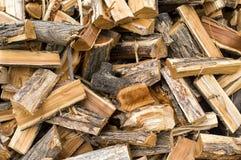 Сбор древесины на сезон топления в зиме, твердое топливо Стоковая Фотография