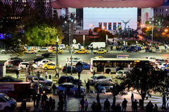 Сбор людей в квадрате университета и национальный театр на второй день протеста против правительства коррупции и румына Стоковые Фото