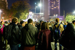 Сбор людей в квадрате университета и национальный театр на второй день протеста против правительства коррупции и румына Стоковое Изображение