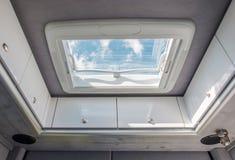 Сброс крыши жилого фургона стоковое фото rf