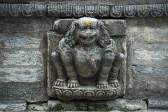 Сброс льва, точная деталь Hanuman Dhoka, королевского дворца, Катманду, Nepa стоковые фотографии rf