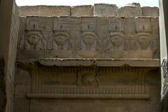 Сброс показывая бога Hathor на виске Isis на Philae в Египте Стоковые Изображения RF