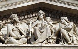 Сброс Tympanum басовый показывая деву марию и венгерские Святых, базилику St Stephen в Будапеште стоковые изображения