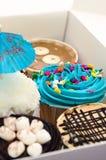 сбывание вычуры чашки тортов Стоковая Фотография RF