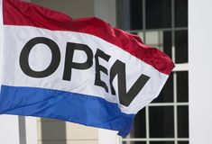 сбывание дома флага открытое Стоковое фото RF