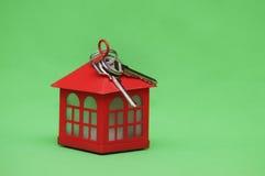 сбывание ренты домов квартир имущества реальное Ключи к новому дому Стоковые Изображения RF