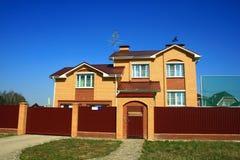 сбывание дома фасада страны Стоковое Изображение RF