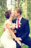 Свадьба лета романтичная в стиле Провансали в лесе, на зеленой траве Стоковые Фото