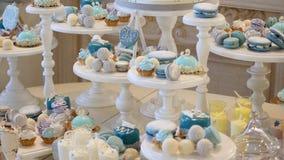 Свадьба шоколадного батончика, шведский стол конфеты, очень вкусный шоколадный батончик на свадьбе акции видеоматериалы