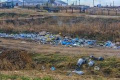 Свалка мусора вдоль дороги Стоковые Фото