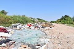Свалка мусора, экологическая катастрофа в Восточной Европе стоковые изображения rf