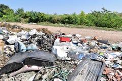 Свалка мусора, экологическая катастрофа в Восточной Европе стоковые фотографии rf