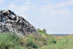 Свалка мусора, экологическая катастрофа в Восточной Европе стоковое фото