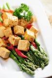 Еда: Сваренная спаржа и marinated Tofu Стоковое Изображение RF