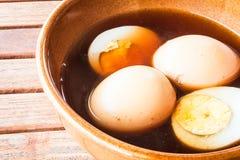 Сваренные вкрутую яичка тушат сладостную подливку Стоковая Фотография RF