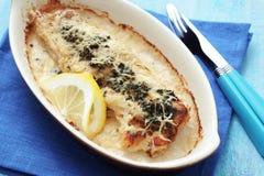 Сваренные рыбы с шпинатом Стоковые Изображения RF