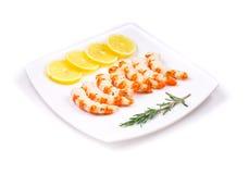 Сваренные unshelled креветки с лимоном Стоковое Изображение