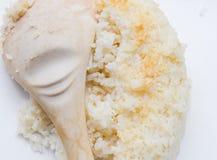 Сваренный рис с ковшом Стоковые Фотографии RF