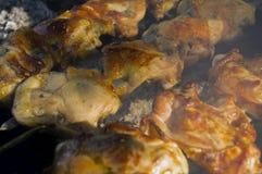 Сваренный, сочный цыпленок соединяет на гриле стоковое изображение rf