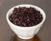 Сваренный черный рис в шаре Стоковая Фотография