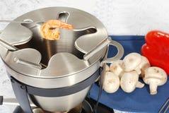 сваренный шримс вилки fondue Стоковые Фотографии RF