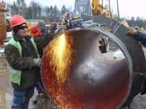 Сваривая шов на трубопроводе стоковые фотографии rf
