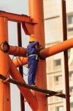 Сварщик работая на высоте Стоковая Фотография RF