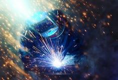 Сварщик раскрывая техническую сталь Стоковая Фотография